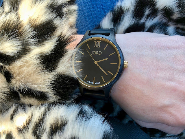 Give the Gift of Time with Jord Wood Watches this holiday season. Plus save 25% instantly (through 12/15/17) with link in blog post.