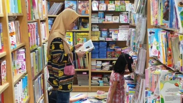 Mengajak Anak Belanja Buku, Mampu Menumbuhkan Minat Baca