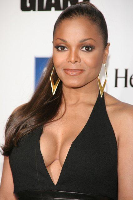 Fotos de nus de Janet Jackson vazaram na internet -