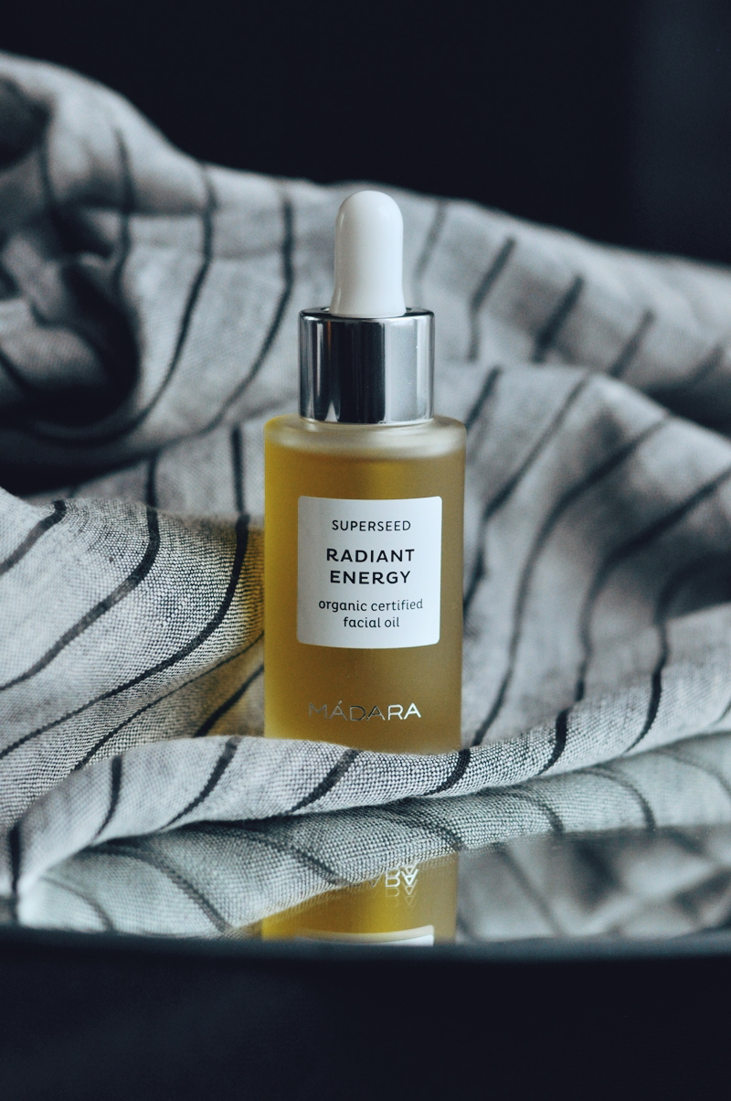 MADARA RADIANT ENERGY ORGANIC FACIAL OIL  ·  MADARA RADIANT ENERGY EĻĻA SEJAI