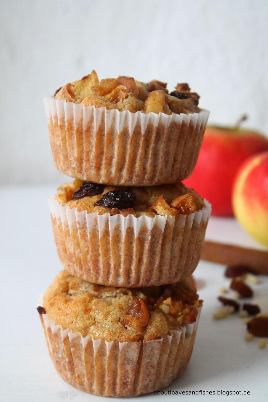 Bratapfel-Muffins mit Marzipan, Mandeln und Rosinen