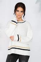 Bluza Simina alba din tricot pufos cu dungi
