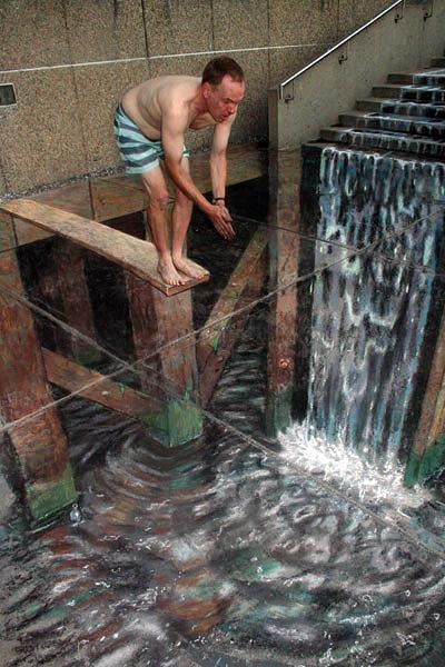 Merdivenler akan suların bir evin altında birikmesini gösteren kaldırım sanatı resmi