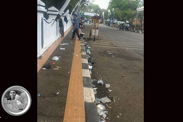 Sampah Gerak Jalan HUT Subang Ke-68 Berserakan
