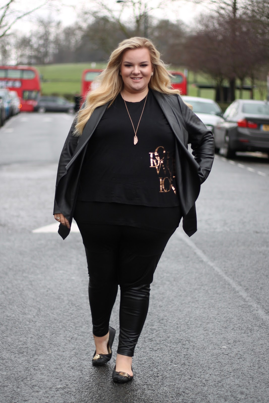 Plus size fashion street style blogger the best plus size leggings