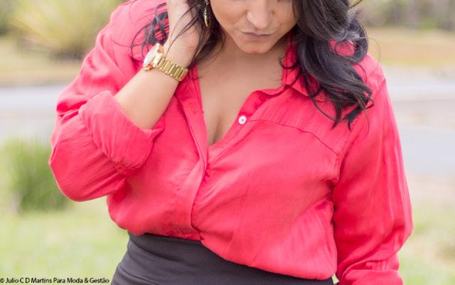 Look o dia: camisa vermelha + saia lápis