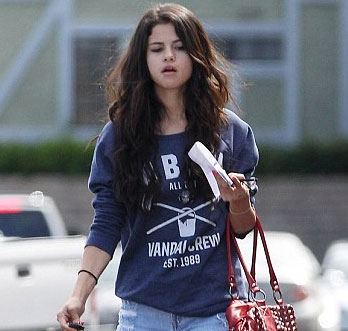 eb50ba9f8e9149 WITHOUT MAKEUP CELEBRITIES  Selena Gomez Without Makeup Real Skin ...