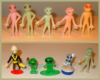 Alien Novelties; Alien Novelty Toy; Alien Stamper; Area 51; Bug-Eyed Aliens; Capsule Toys; Galoob Trash Bag Bunch; Green Aliens; Grey Aliens; Gum Ball Capsule Toys; Louis Galloob Toys; Martians; Novelty Alien Figurines; Party Favours; Plastic Aliens; Plastic Toy Aliens; Small Scale World; smallscaleworld.blogspot.com; Toy Aliens; Toy Football Player Figures; Trash-Bag Bunch; Unknown Plastic Aliens; Unknown Space Aliens; Unknown Space Toy; Unknown Toy Figures;