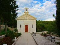 Crkvica sv. Josip u uvali Osibova, Milna, otok Brač slike
