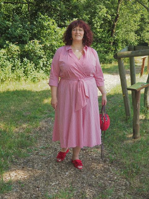 Vichykaro Sommerkleid von Manon Baptiste auf Ü50 Mode Blog