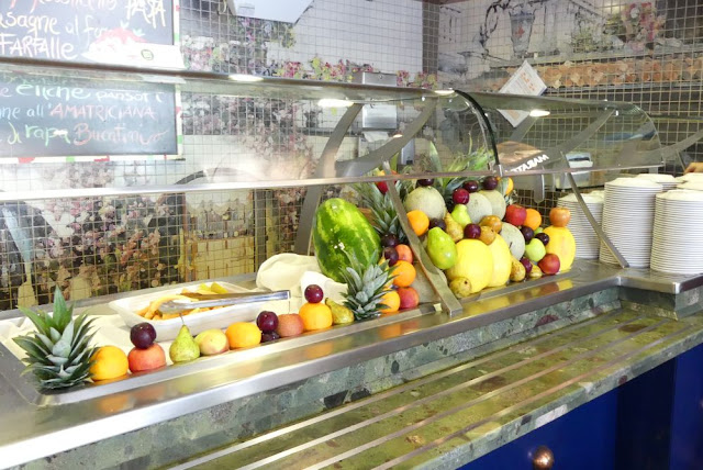 Costa Magica - Buffet mit frischen Früchten