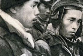 لماذا كان الطيارون الإنتحاريون باليابان يرتدون خوذة؟
