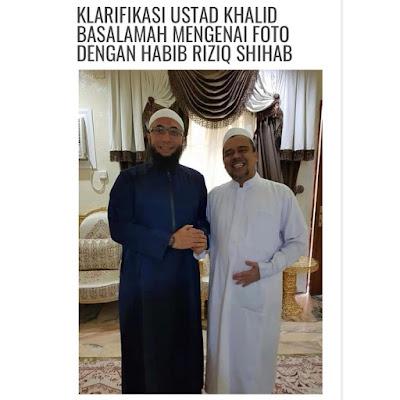Foto Ustadz Khalid Basalamah dengan Habib Rizieq Syihab