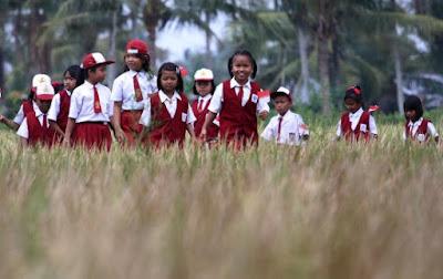 Anak-Anak Bermain Usai sekolah