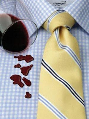 Los mejores métodos para quitar las manchas de vino de la ropa