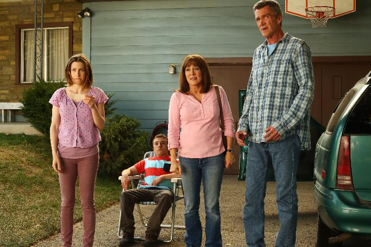 The Middle - Episode 8.23 - Fight or Flight (Season Finale) - Promotional Photos & Press Release
