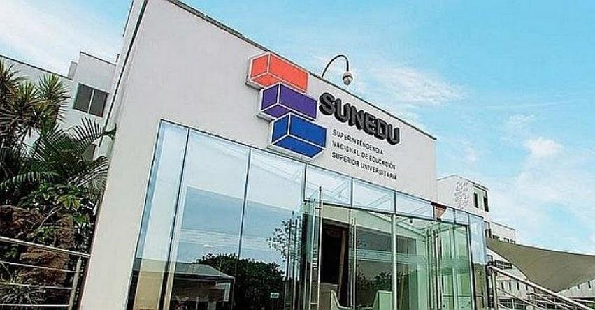 SUNEDU informa que títulos expedidos por «universidad» del pastor evangélico Alberto Santana no tienen validez