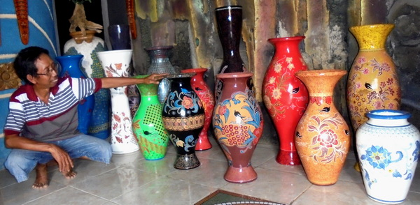 Bahari Kembangkan Keramik Batik Kebumen