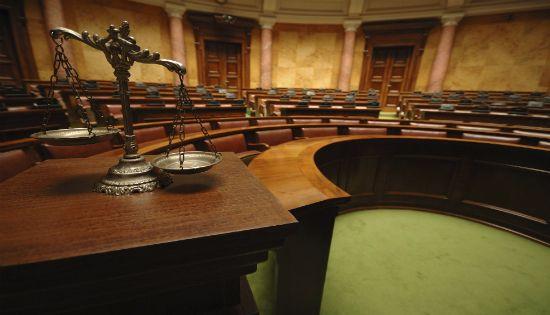 مسئولية القاضي التقصيرية عن أخطائه المبدئية