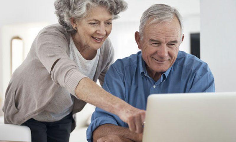 Yaşlı kullanıcıların yaklaşık 4'te 1'i İnternette Korumasız