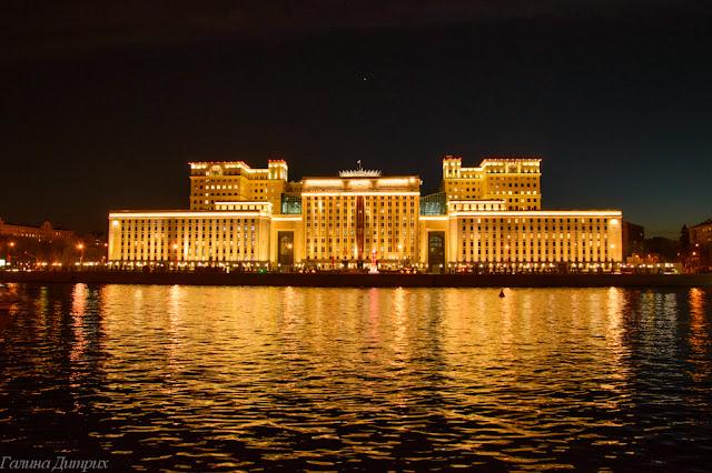 Здание на Фрунзенской набережной