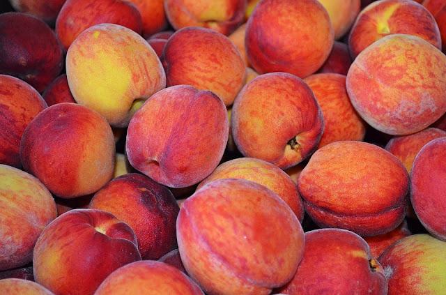 https://pixabay.com/pl/brzoskwinia-owoce-jedzenie-853879/