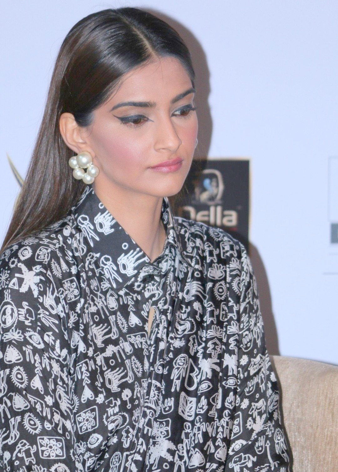 High Quality Bollywood Celebrity Pictures Sonam Kapoor -6062