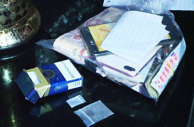 Gia Lai: Đột kích quán karaoke lúc nửa đêm, phát hiện nhiều dân chơi đang 'phê' ma túy