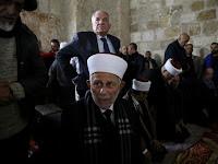 Polisi Israel Tangkap Ulama Pengawas Komplek Al-Aqsa