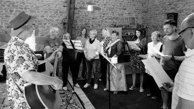 singing, workshops, lessons, de tout coeur limousin, holidays France, Limousin, Creuse, sing from the heart, Lac de Vassiviere, things to do in the Limousin, group holidays, creative holidays, wellness holidays, singing holidays, singing lessons, independent travel, single travel ideas, activity holidays, creativity, health, wellbeing, retreats France, haute vienne, activities for children, music education,