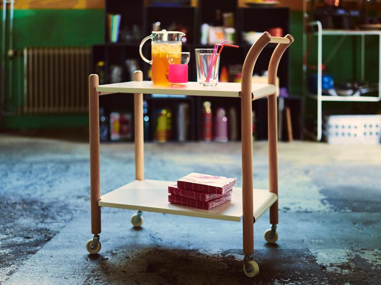 mesa auxiliar con ruedas IKEA PS 2017