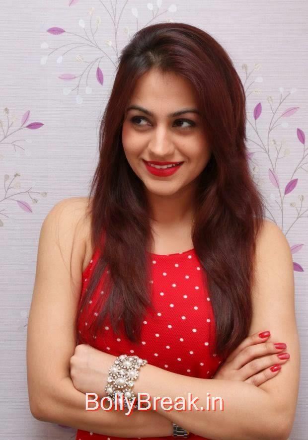 Aksha Unseen Stills, Hot HD Images of Aksha from First Naturals W Salon Launch