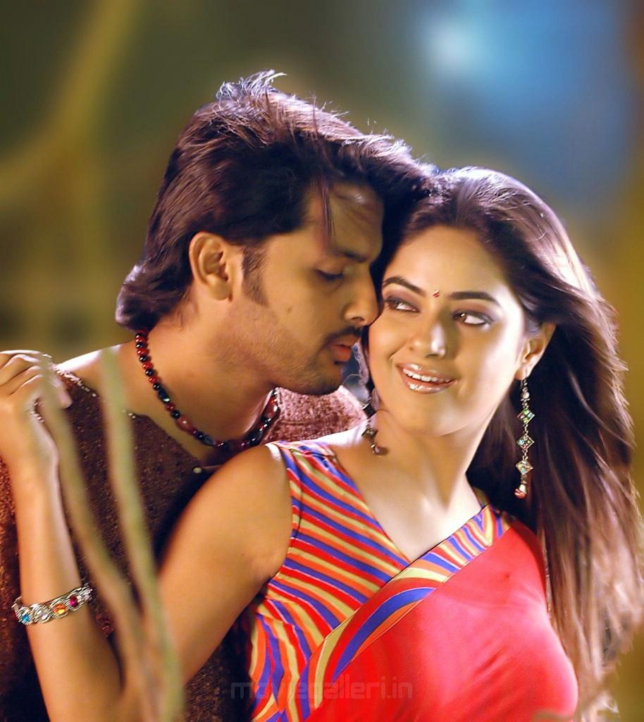 Murattu Kaalai Movie Latest Stills: Maaro Telugu Movie Latest Photos