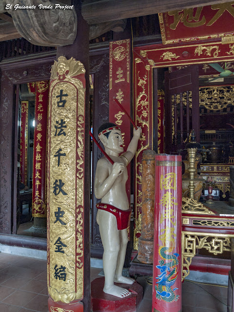 Templo Đền Lý Bát Đế, detalle interior - Vietnam por El Guisante Verde Project