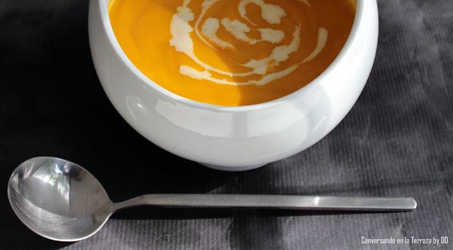 Crema de Auyama y Zanahoria saborizada con anís estrellado y chocolate blanco