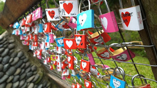 Farmhouse Susu Lembang Harga Tiket & Alamat - gembok cinta