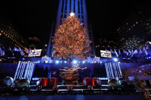 Encienden el árbol de Navidad del Rockefeller Center