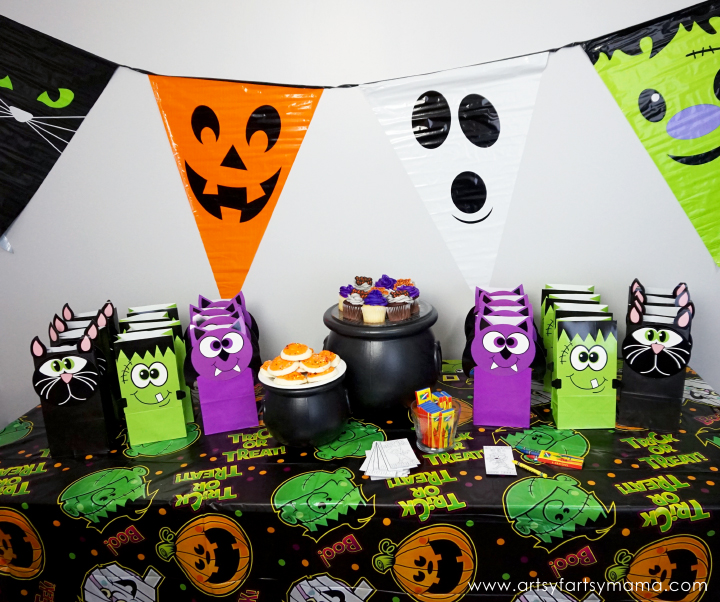 Classroom Halloween Party Inspiration and Ideas at artsyfartsymama.com