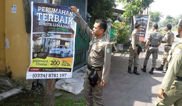 Penertiban banner dan sejenisnya oleh Satpol PP