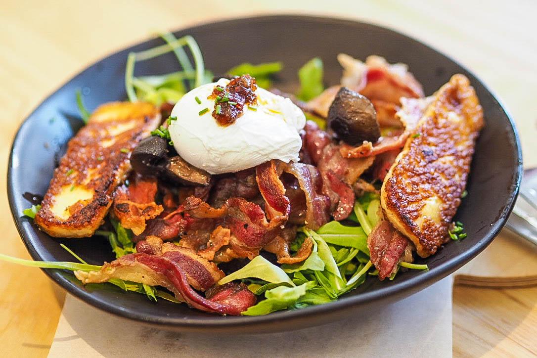 Toast, bacon, mushrooms, rocket, halloumi, poached egg
