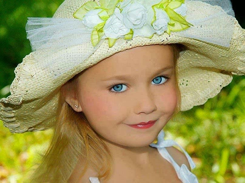 Foto anak perempuan tersenyum download wallpaper cantik