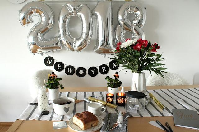 Silvester Neujahrs Tradion Fruehstueck Neujaehrchen Rheinland mit Bastion Collections Geschirr  Jules kleines Freudenhaus
