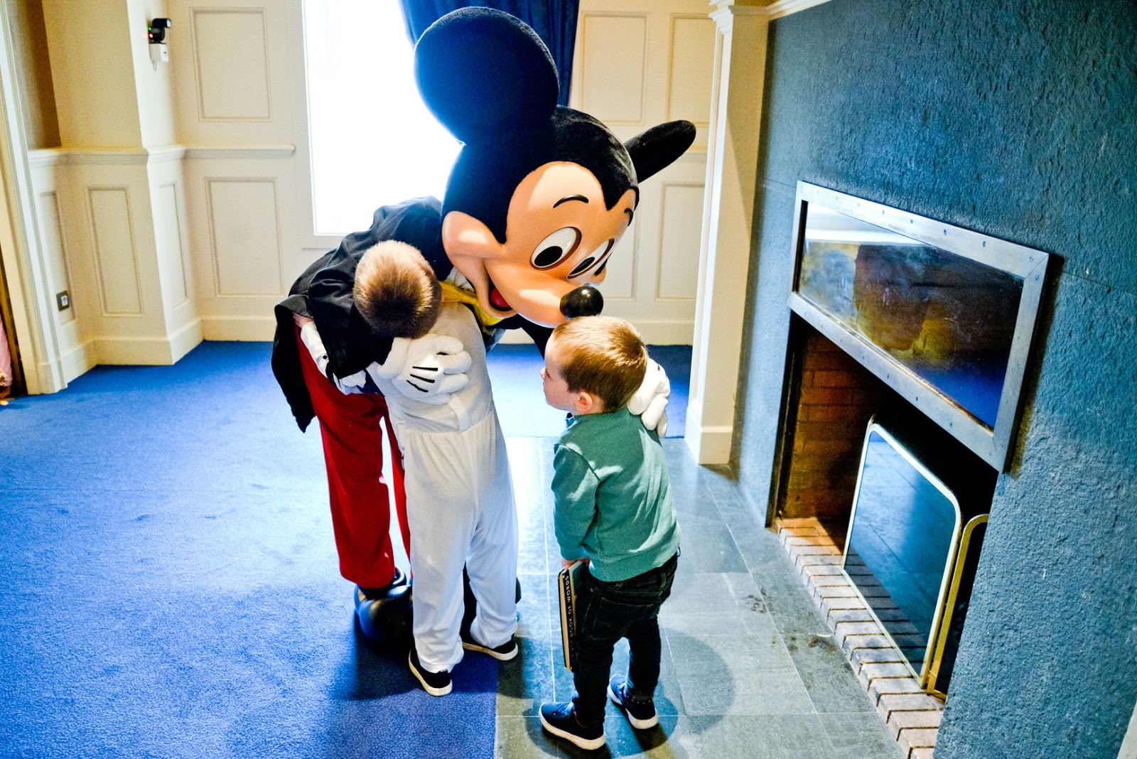 meeting mickey mouse disney, first time at disneyland paris, disneyland paris travel blog, disneyland, disneyland paris highlights, disneyland paris must do, vegetarians at disneyland paris,