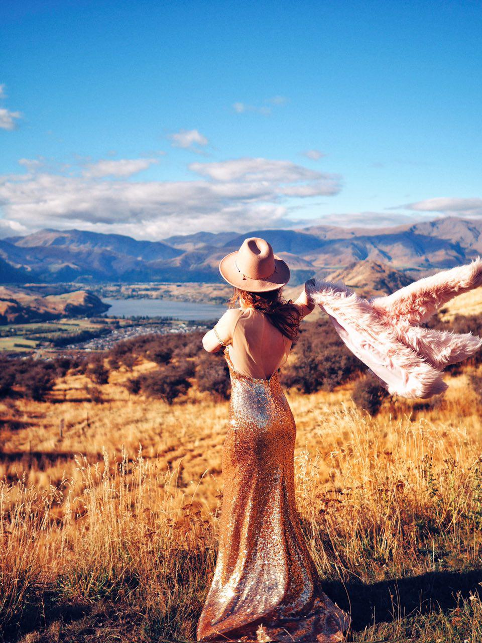 ninelly mydressstories фотосессия в золотом платье с шубой блогер