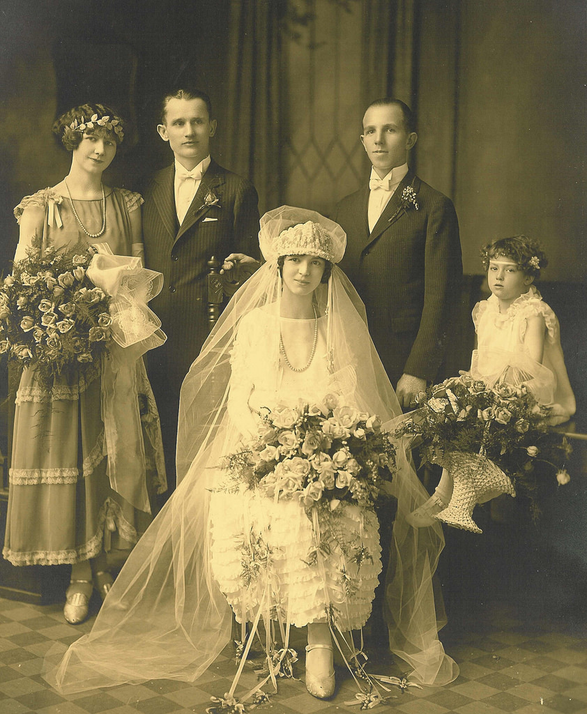 1920s Wedding: 50 Fascinating Vintage Wedding Photos From The Roaring 20s