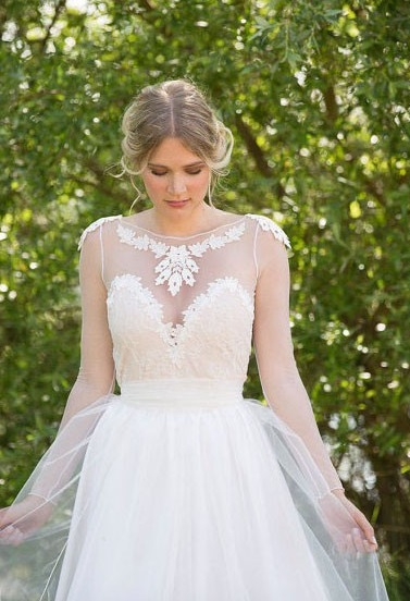 http://www.dressfashion.co.uk/product/scoop-neck-tulle-long-sleeve-with-appliques-lace-vintage-white-wedding-dresses-ukm00021482-16452.html?utm_source=minipost&utm_medium=1174&utm_campaign=blog