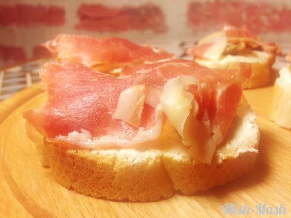 Тапас с козе сирене, смокини и прошуто