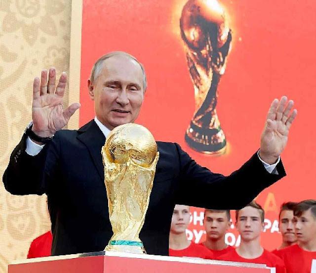 Para Putin a Copa é antes de tudo uma plataforma de propaganda mundial. No estádio Luzhniki de Moscou