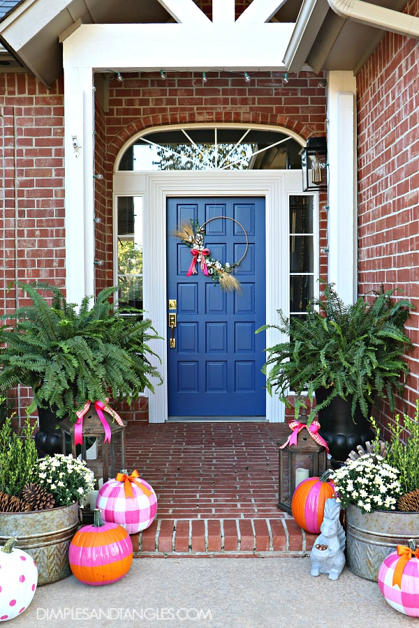 Fall front porch decorations using hot pink and orange - Fall decorating ideas for front porch ...