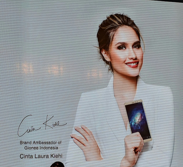 Cinta Laura brand ambassador Gionee HP Indonesia